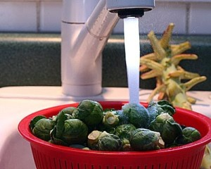 A-Veggie-Venture-How-to-Cut-Brussels-Sprouts-00-400-724499
